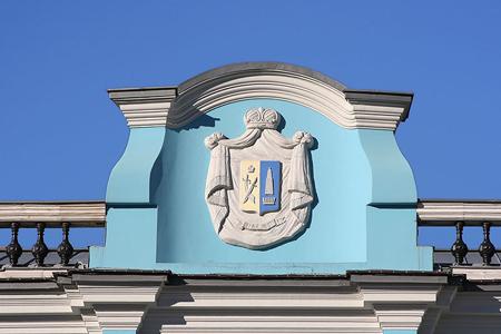 Дворянская усадьба Салтыковых также украшена изображением родового герба